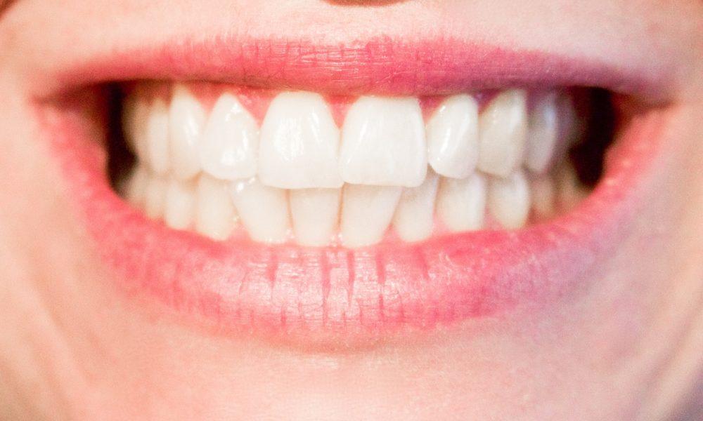 Nowoczesna technika wykorzystywana w salonach stomatologii estetycznej być może spowodować, że odbierzemy śliczny uśmieszek.